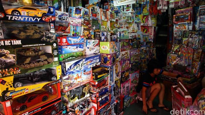 Salah satu toko mainan anak di Pasar Gembrong Jakarta Timur (Foto: Hasan Alhabshy)