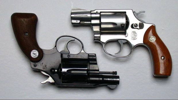 Ilustrasi revolver.