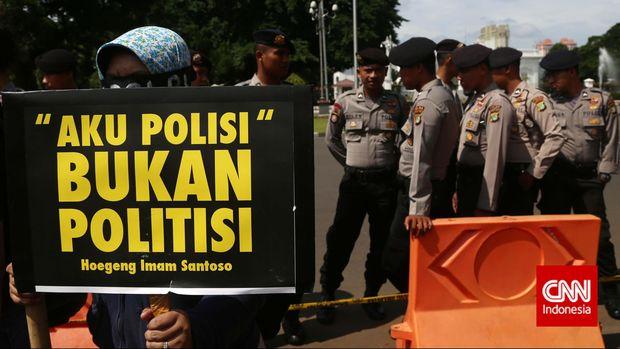 Koalisi Masyarakat Sipil Untuk Reformasi Polri memprotes kasus korupsi di internal Polri, terutama terkait kasus eks Wakapolri Budi Gunawan, yang kini diangkat jadi Kepala BIN.