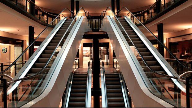 Ilustrasi eskalator.