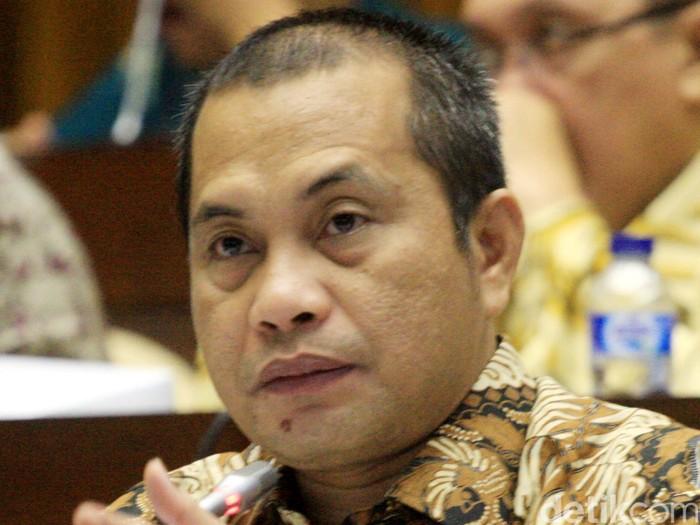 Menteri Desa Pembangunan Daerah Tertinggal dan Trasnmigrasi Marwan Jafar mengikuti rapat kerja dengan Komisi II DPR RI di Gedung DPR, Kompleks Parlemen Senayan, Jakarta, Jumat (6/2/2015). Rapat tersebut membahas anggaran PDT dan Transmigrasi tahun2015 dan program-program kerjanya.