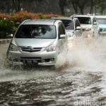 Segera Lakukan Ini Terhadap Mobil yang Terendam Banjir
