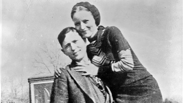 Bonnie dan Clyde dikenal sebagai pasangan bersejarah di dunia kriminal Amerika.