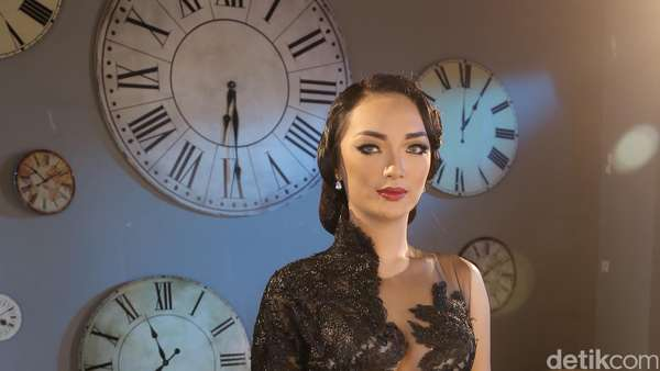 Penampilan Zaskia Gotik Beberapa Tahun Terakhir