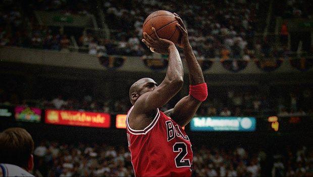 Michael Jordan dianggap sebagai pebasket terbaik sepanjang masa.