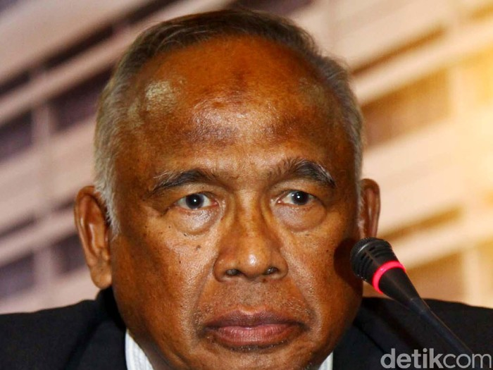 Plt Pimpinan KPK Taufiqurahman Ruki saat ditemui di kejagung Jakarta, Senin (23/02/2015).