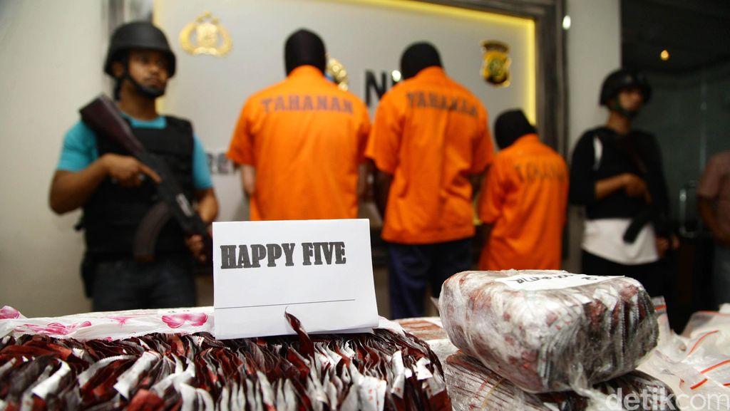 Ribuan Pil Happy Five Ditemukan di Perkebunan di Bengkalis
