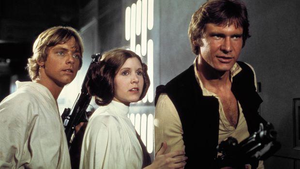 Han Solo menyelamatkan Putri Leia dan membuatnya jatuh cinta.