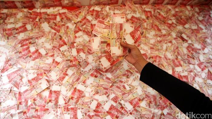 Uang Seratus ribu rupiah.