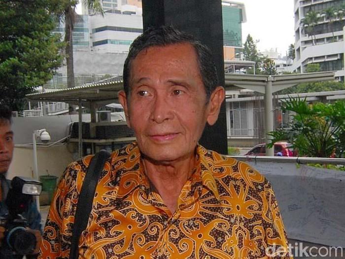 Dua anggota Tim 9, Jimly Assidiqie dan Tumpak Hatorangan Panggabean mendatangi gedung KPK, Jakarta, Jumat (13/3/2015). Mereka menemui Plt Ketua KPK, Taufiequrachman Ruki.