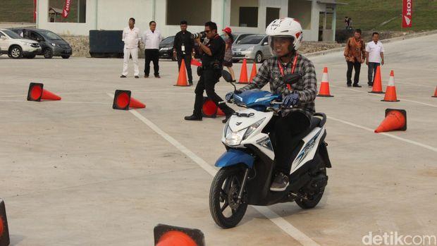 peluncuran honda beat esp sekaligus peresmian pabrik baru Honda di Cikampek, Jawa Barat