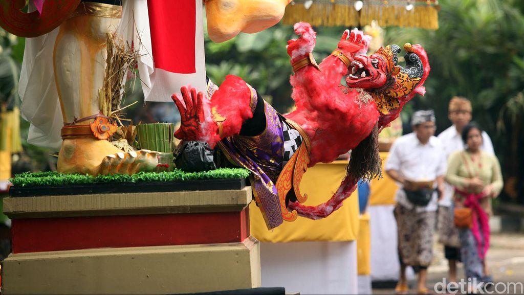 Bali Siapkan Aturan untuk Cegah Turis Lecehkan Tempat Suci