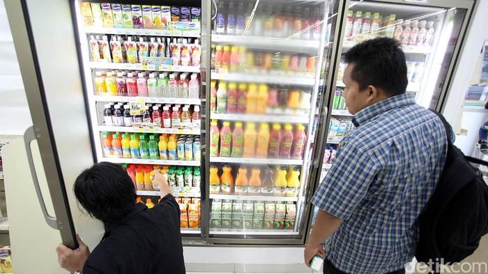 Mulai hari ini larangan menjual bir atau minuman beralkohol untuk golongan alkohol di bawah 5% di minimarket sudah diberlakukan. Minimarket pun sudah tidak lagi menjual minuman beralkohol itu, seperti yang terlihat di kawasan Blok M, Jakarta Selatan, Jumat (17/4/2015). Rengga Sancaya/detikcom.