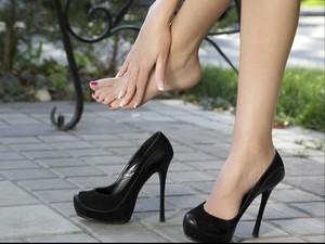 Ini Batas Waktu Aman Pakai <i>High Heels</i> untuk Berjalan