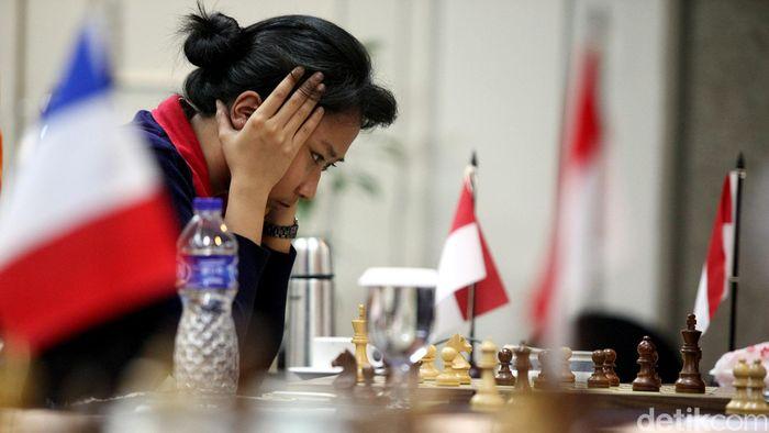 Turnamen Catur Japfa Grand Master Internasional 2015 digelar di Hotel Kartika Chandra Jakarta. Pada hari keenam, Senin, (20/04/2015) yang hanya memainkan satu babak (8), Irene Kharisma Sukandar ditantang yuniornya Muhammad Lutfi Ali.