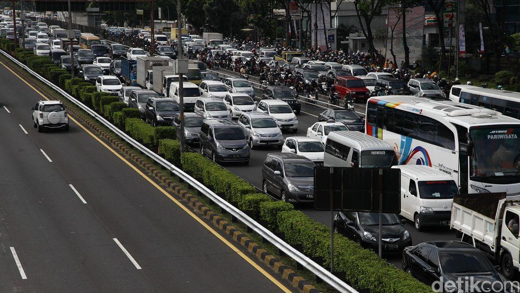 Kata Jokowi Macet Bikin Rugi Rp 65 Triliun, Ini Kerugian Lain