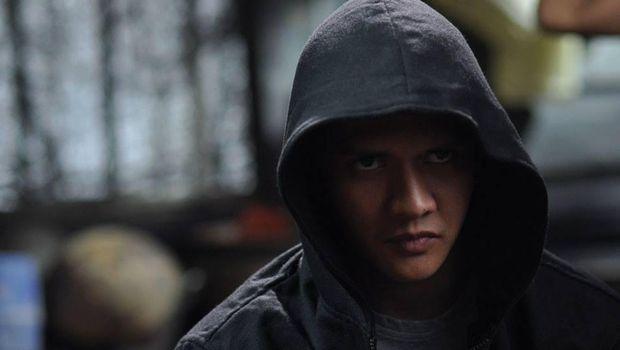 Aksi Iko Uwais kala bermain di 'The Raid' (2011).