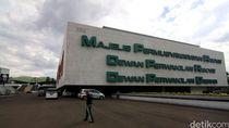 Paripurna Pelantikan Gubernur BI, 356 Anggota DPR Absen