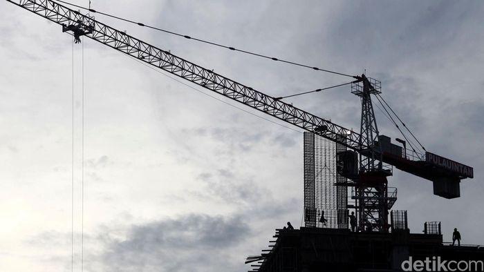 Proyeksi Pertumbuhan Ekonomi  Pembangunan gedung bertingkat di kawasan Jakarta Selatan, Kamis (30/04/2015). Chief Economist BRI Anggito Abimanyu mengatakan pertumbuhan ekonomi Indonesia di kuartal I-2015 diperkirakan akan melambat hanya di level 4,9 persen sampai 5 persen atau terendah dalam lima tahun terakhir. Grandyos Zafna/detikcom