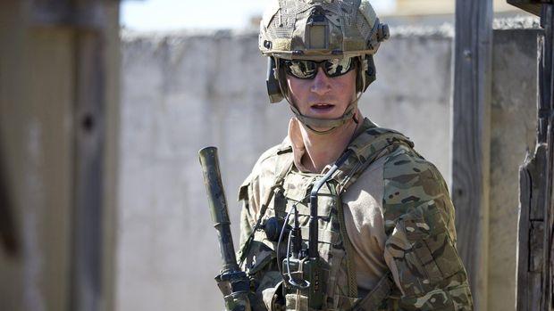 Pangeran Harry saat menjalani militer.
