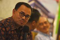 Mantan Menteri Energi Sumber Daya Mineral (ESDM) Sudirman Said (kiri) menuding Jokowi tak menindaklanjuti pembubaran Petral karena takut salah satu menteri.