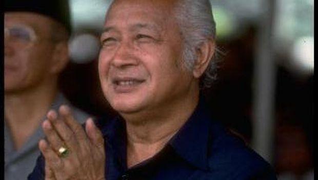 Presiden kedua RI SOeharto membatasi ruang gerak budaya etnis Tionghoa lewat Inpres.