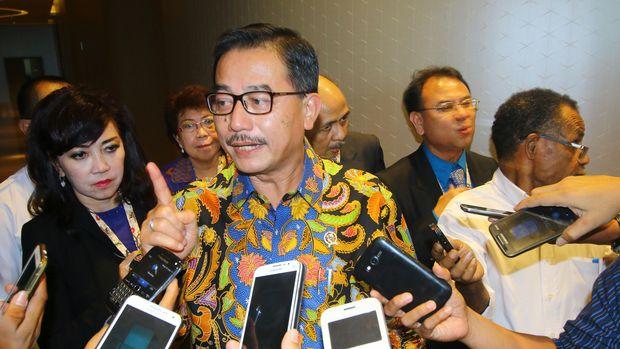 Ferry Mursyidan Baldan menyebut diajak Sandiaga Uno gabung timses Prabowo.