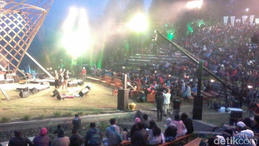 Ribuan Penonton Padati Jazz Gunung di Kaki Gunung Bromo