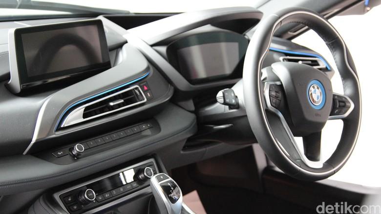 BMW i8 Foto: Aditya Maulana