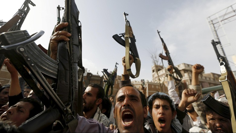 Pemberontak Houthi Tembakkan Rudal ke Bandara Arab Saudi
