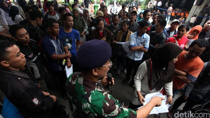 Pendaftaran Mudik Gratis Kemenhub Dibuka  Warga mengantre mendaftar mudik gratis 2015 yang diadakan oleh Kementerian Perhubungan, Jakarta, Selasa (16/06/2015). Pendaftaran mudik yang dibuka hingga 8 Juli 2015 ini melayani jurusan mudik ke Jawa Tengah hingga ke Jawa Timur. Grandyos Zafna/detikcom