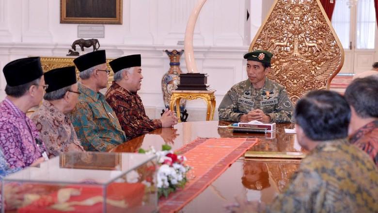 Soal Seragam Militer Jokowi, Ahok: Presiden Bintang 5 dong