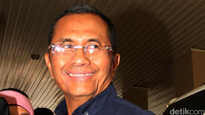 Mantan Dirut PLN yang juga mantan Menteri BUMN, Dahlan Iskan. Dahlan diperiksa sebagai tersangka kasus dugaan korupsi pembangunan 21 gardu listrik di Jawa, Bali, dan Nusa Tenggara pada 2011-2013. Lamhot Aritonang/detikcom.