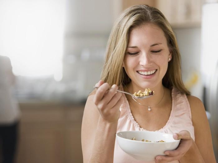 Suami ngomel karena istri kerjaannya makan terus/Foto: Thinkstock