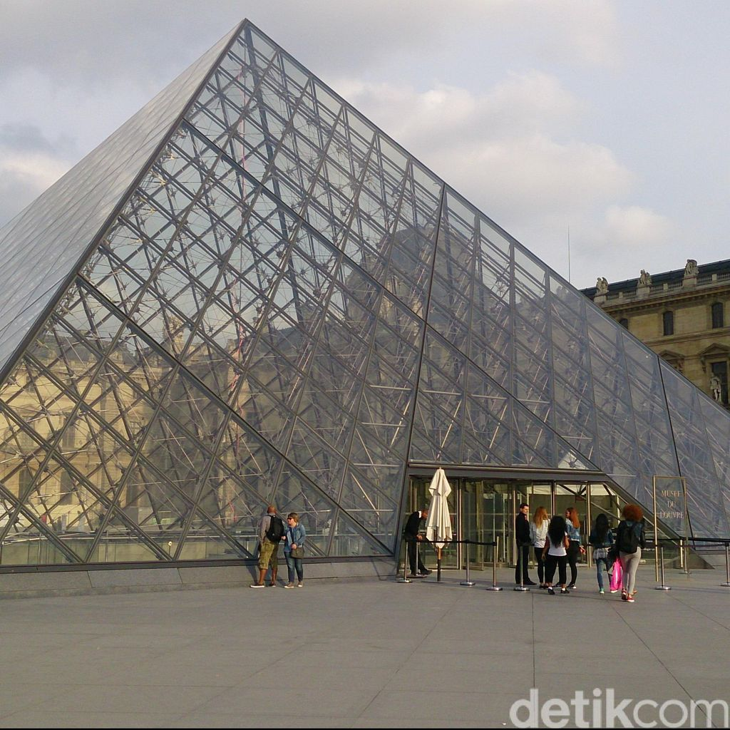 Tuai Kontroversi, Pameran Seni Islam di Museum Louvre Paris Dibatalkan