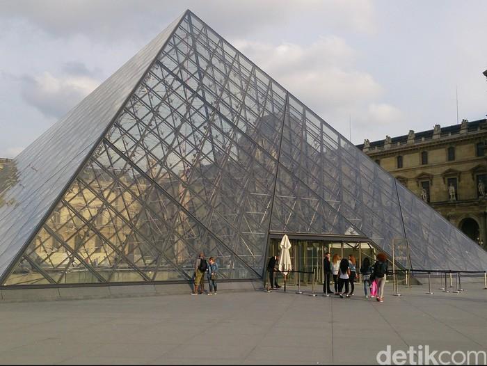 Piramida Louvre