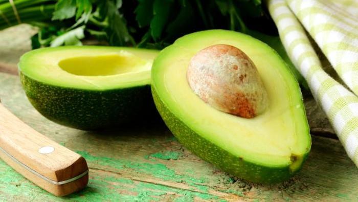 Selain vitamin B dan potasium, asam folat yang ditemukan pada alpukat juga berperan penting untuk memicu produksi hormon pria dan meningkatkan libido. (Foto: Thinkstock)