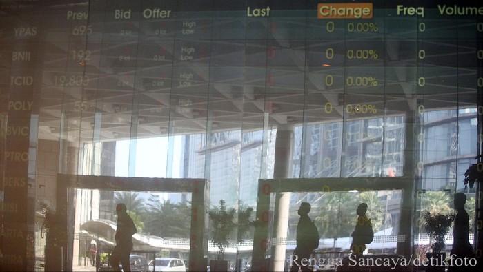 Di hari pertama puasa Ramadan, Indeks Harga Saham Gabungan (IHSG) masih bisa lanjutkan penguatan dengan kenaikan tipis 2 poin. Investor asing masih terus melepas saham. Pada perdagangan preopening, IHSG naik tipis 2,210 poin (0,04%) ke level 4.947,963. Sedangkan Indeks LQ45 menguat tipis 0,563 poin (0,07%) ke level 850,740. Rengga Sancaya/dettikcom.