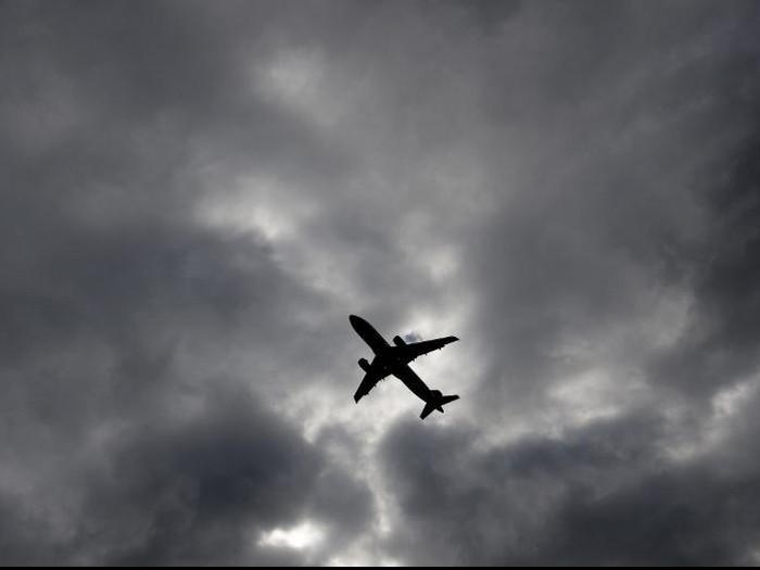 Pesawat yang harusnya ke Rusia terpaksa mendarat di Belanda karena masalah bau badan salah satu penumpangnya. (Foto ilustrasi: Saul Loeb/AFP)
