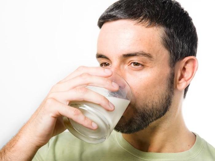 Salah satu ahli mengatakan minum susu untuk sarapan sebenarnya sah-sah saja/Foto: Thinkstock