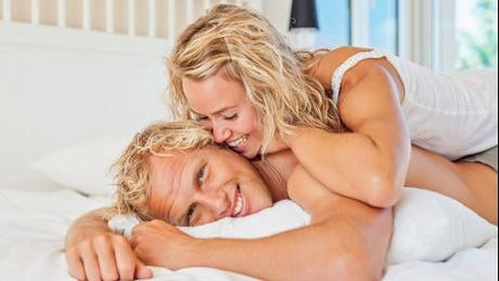 ilustrasi pasangan bercinta di kamar