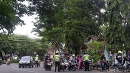 Nahas! Polantas Makassar Ditikam Saat Amankan Korban Kecelakaan