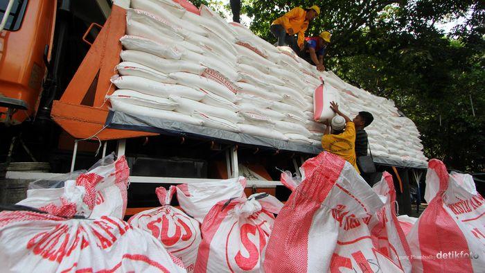 Polda Metro Jaya Gagalkan Penggelapan 60 Ton Gula RafinasiFoto: Agung Pambudhy