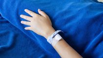Kisah Haru Perawat di Bandung Rawat Anak-Bayi Pasien COVID-19