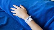 Bocah Idap Pneumonia Terpaksa Tidur di Lantai Rumah Sakit