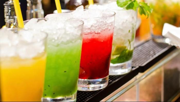 Ilustrasi minuman manis berwarna-warni