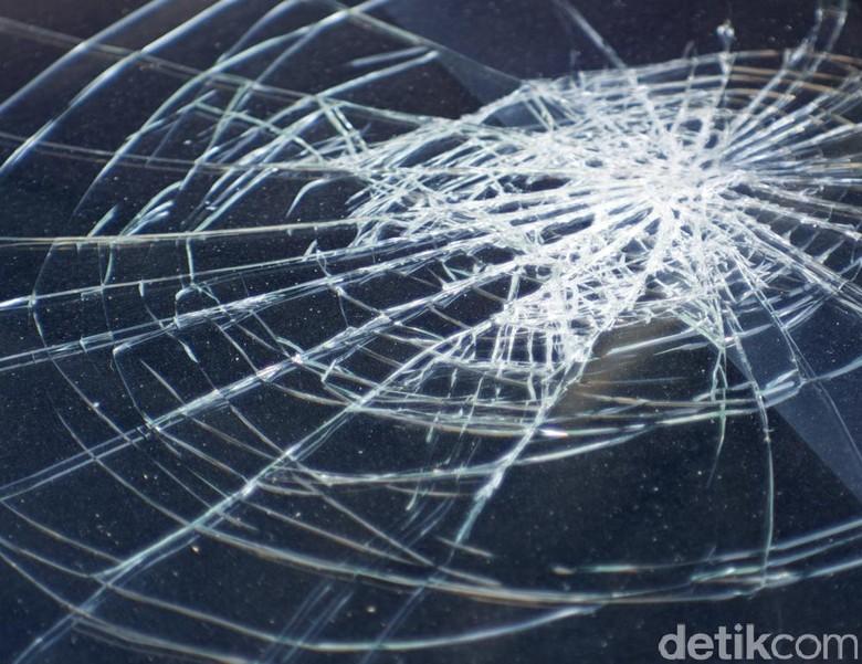 Ada Kecelakaan Libatkan 2 Mobil dan 1 Motor di Kebayoran Lama
