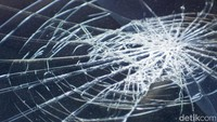 Kecelakaan Truk Trailer di Km 46 Tol Cikampek, Lalin Macet