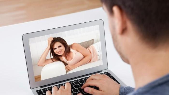 Ilustrasi pasangan suami istri yang terpisah jarak