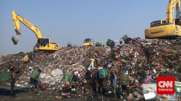 Sandi Sebut Sampah Jakarta Bisa Tutupi Candi Borobudur